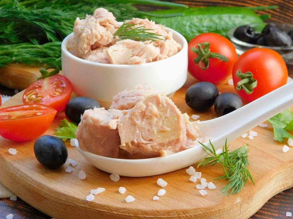 салаты с тунцом