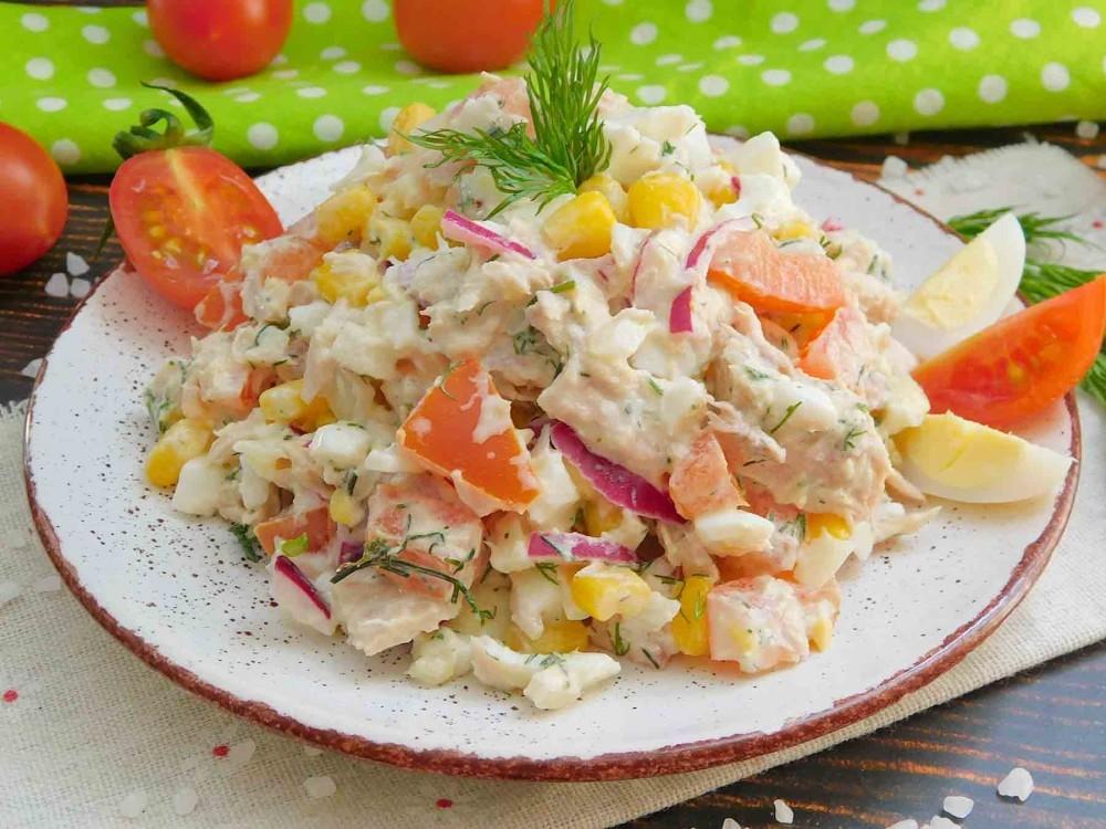 салат с тунцом и помидором