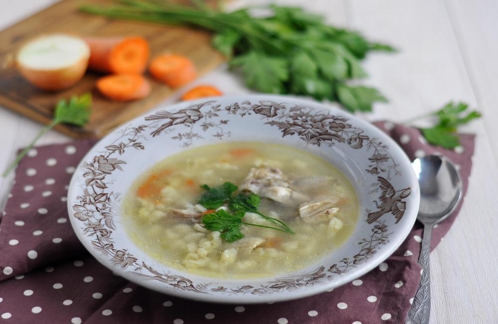 Куриный суп с жидкой яичной лапшой